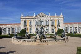 palais de queluz, beau palais mais a encore des rénovation a faire. les jardins sur superbe , Frederic C - November 2015