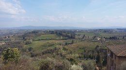 Do alto próximo à Porta RomanSan Giovanni, entrada da cidade, em San Gimigniano, se tem essa vista maravilhosa da paisagem toscana. , FLOR DO CAMPO - April 2015