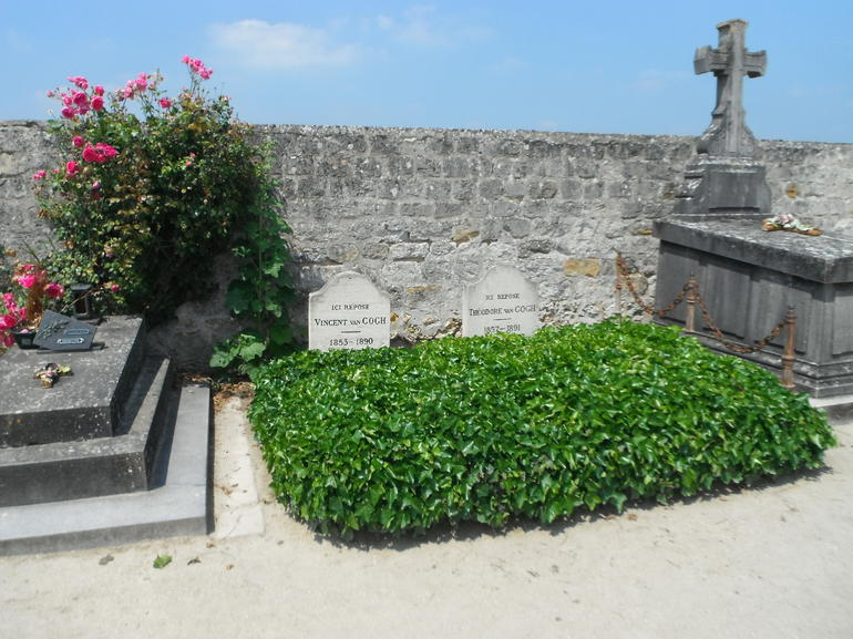 Graves of Vincent and Theodore van Gogh - Paris