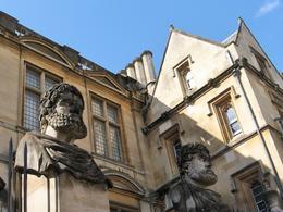 Statues at Oxford University , Robert D - May 2014