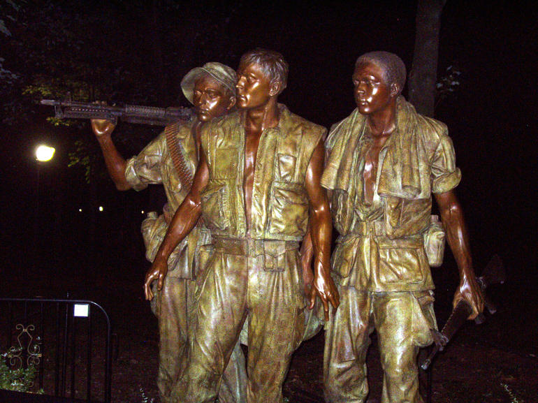 Vietnam Memorial rep young soldiers from diff ethnicities - Washington DC