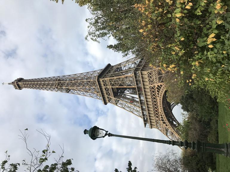 Viator Exclusive: Eiffel Tower Visit with Picnic-Style Lunch, Champagne and Trocadero View Seating