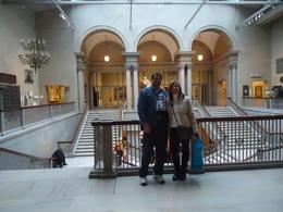 Eu e meu marido dentro do museu que é enorme e muito legal prá quem gosta de arte. , Cláudia C - November 2013
