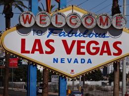Il faut aller se prendre en photo devant c'est un emblème de Vegas! , Viot J - March 2013