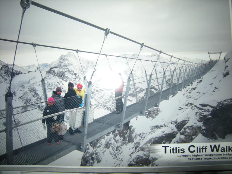 mount-titlis-tour-marche-pont