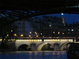Ein Erlebnis am Abend entlang der beleuchteten Gebäude und Brücken zu staunen. , Nicole R - March 2014