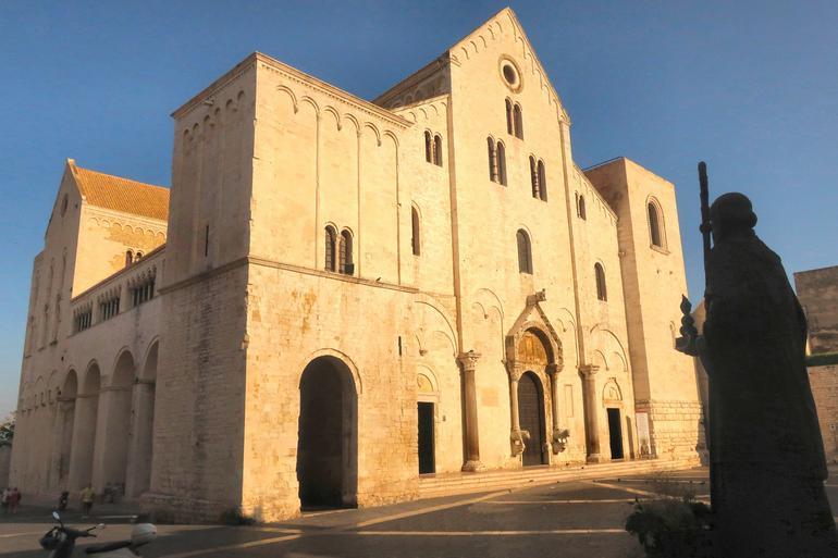 Puglia Full-Day Tour: Bari, Trulli of Alberobello, Castel del Monte and Sassi of Matera