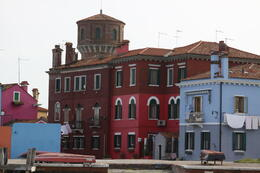 Les maisons de couleurs , Valerie J - April 2013