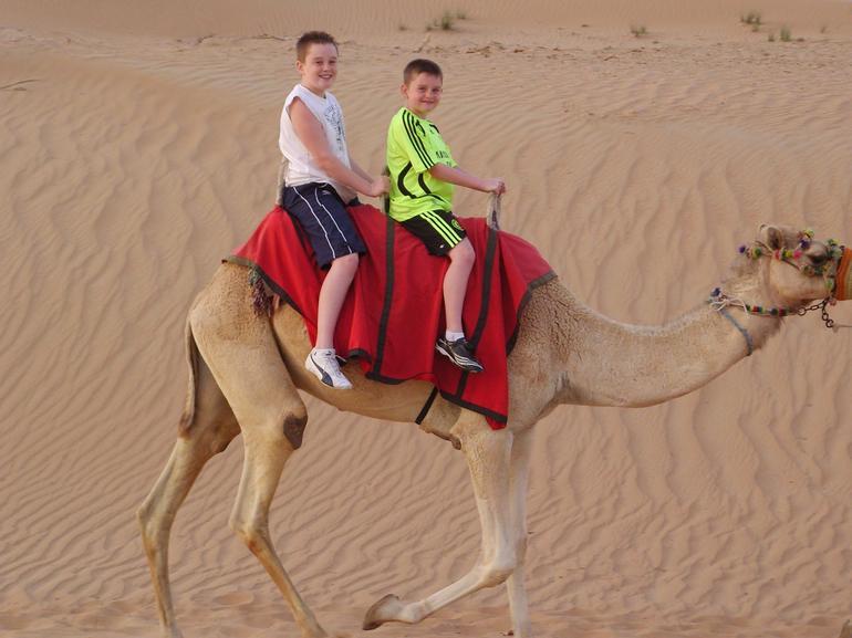 Dubai 4x4 Desert Sandboarding Safari -
