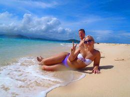 Jag och min pojkvän på den vackra stranden på ön vi besökte! , Sara E - December 2015