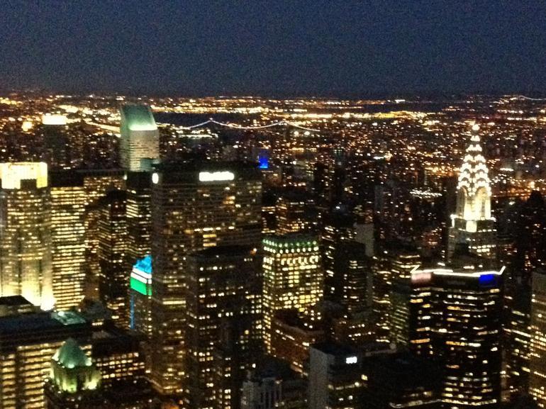 une vue de nuit de Manhattan - New York City
