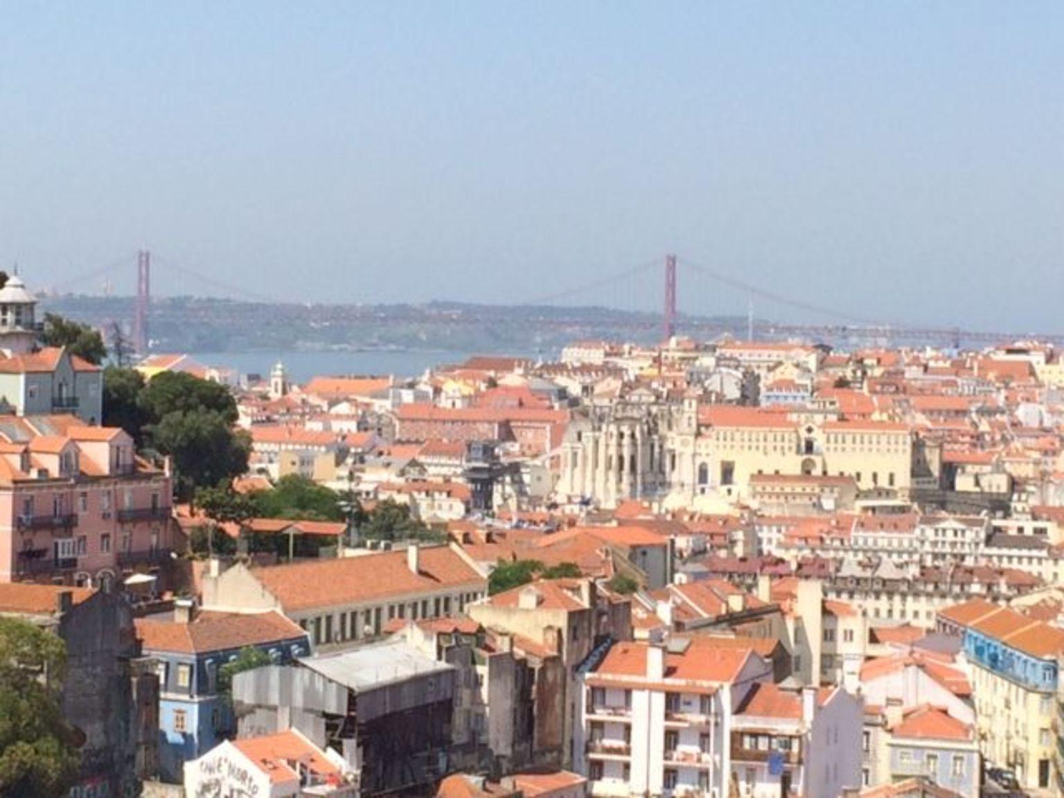 MÁS FOTOS, Excursión en grupo pequeño por la Lisboa medieval en segway
