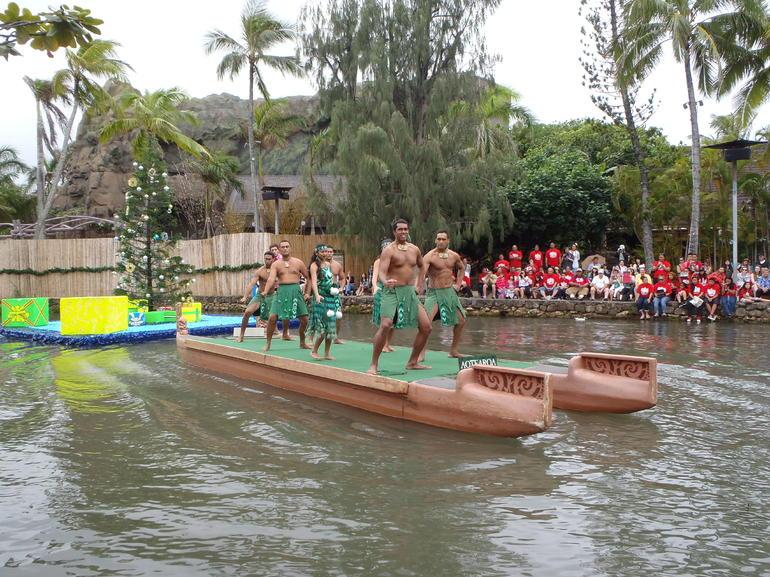 Hawaiian Dancers - Oahu