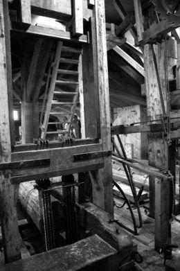 Interior de un molino con sus engranajes que se utiliza para serrar madera , lorenzo L - November 2015