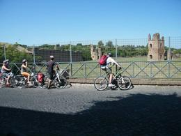 Ancient Appian Way, Catacombs and Roman Countryside Bike Tour, villamor b - August 2011