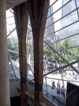 Tri-pod Steel collum. Onderste deel van een stalen drager van WTC , Ingrid E - August 2014