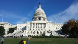 Strahlender Sonnenschein bei der Besichtigung des Kapitols , Stephanie D - October 2013