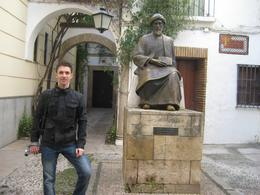Dmitriy by the statue and house of Maimonides., Dmitriy M - February 2008