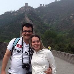 Eu e meu marido posando para uma linda foto antes de subir a Muralha!! , Cecilia O - June 2014