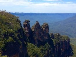 The Three Sisters is a rock formation in the Blue Mountains of New South Wales, Australia, on the north escarpment of the Jamison Valley. , JPW - April 2015