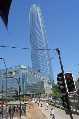 No centro de Santiago estão os prédios antigo e o centro histórico, e em Providencia muitos prédio moderno e muito altos. , Geanini T M P - February 2015