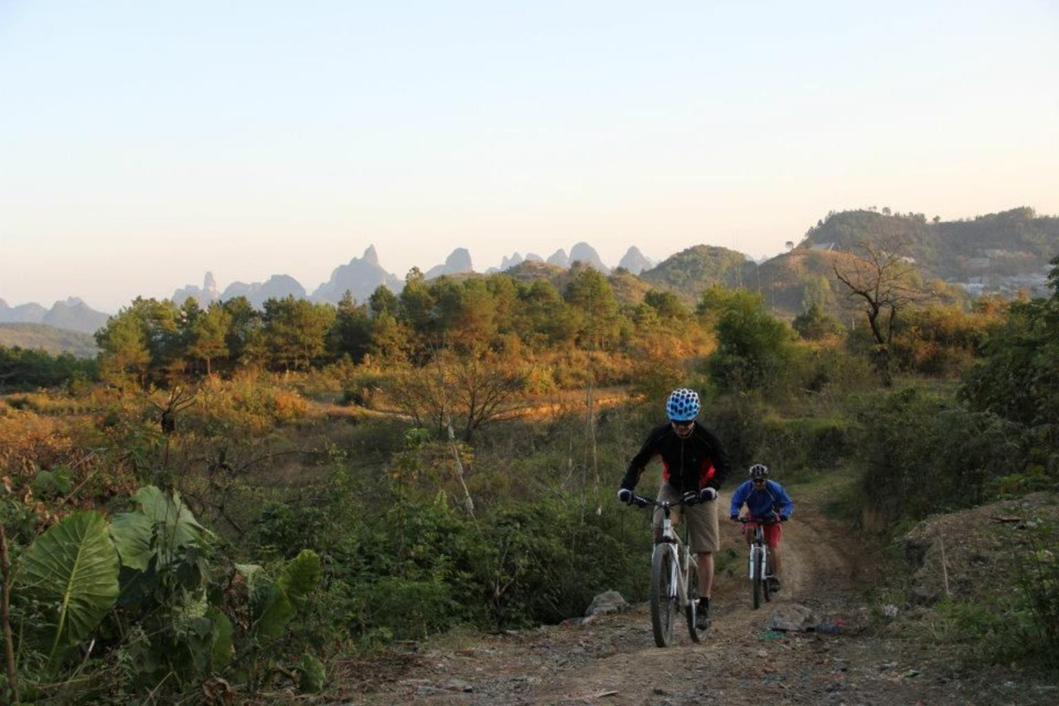 MÁS FOTOS, 5-Day Small-Group Yangshuo Bike Adventure with Rock Climbing, Hiking, Kayaking or Cooking Class