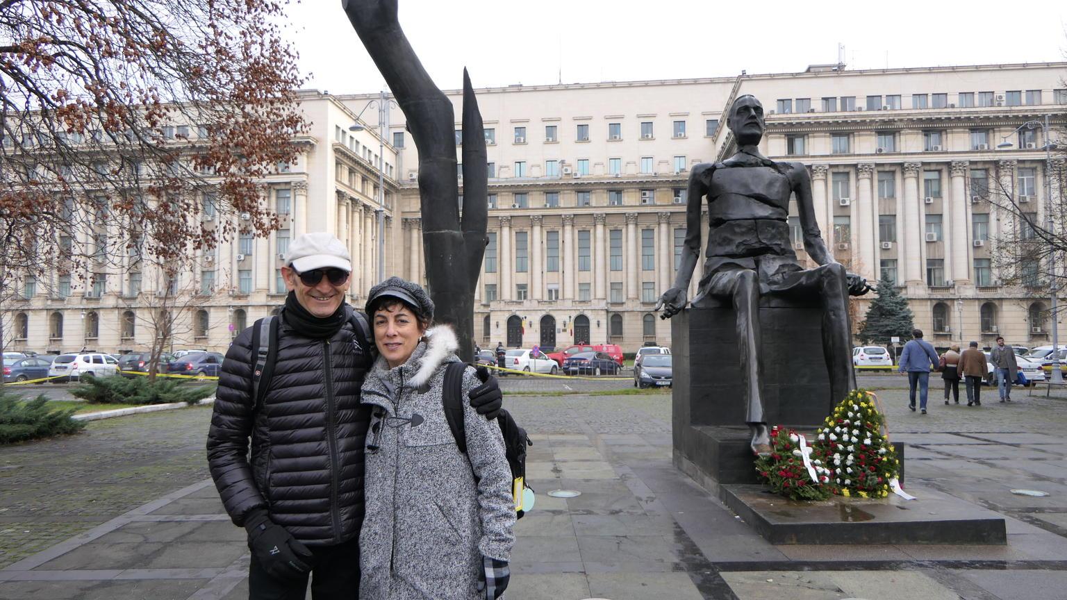 MÁS FOTOS, Recorrido sobre la era comunista en Bucarest
