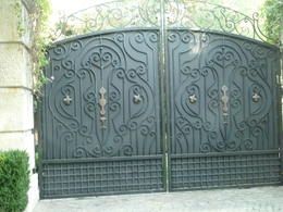 The gates to his Beverly Hills home (not Neverland Ranch!), JennyC - February 2012