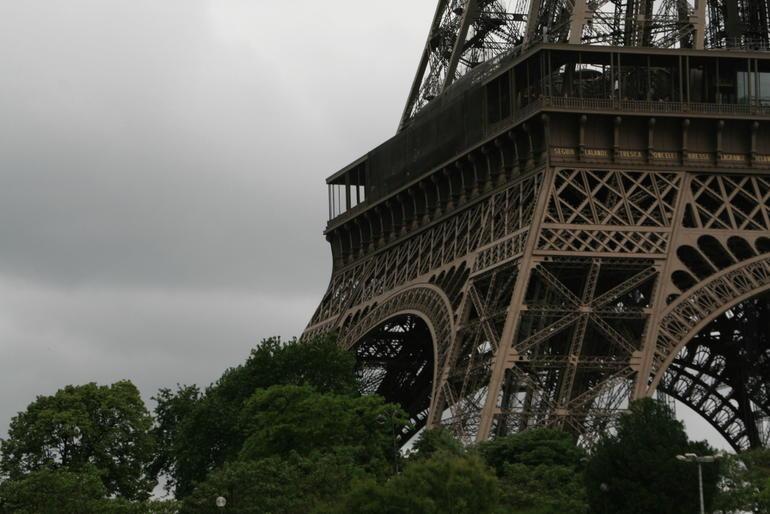 Viel Metall, viel Wind und eine bombastische Aussicht - Paris