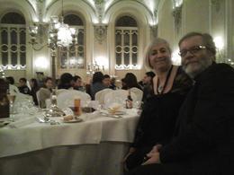 Mon mari et moi posons dans la salle de restauration devant les tables dressées. , Pascal G - January 2015