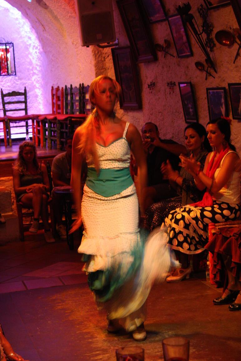 Granada Flamenco Show in Sacromonte - Granada