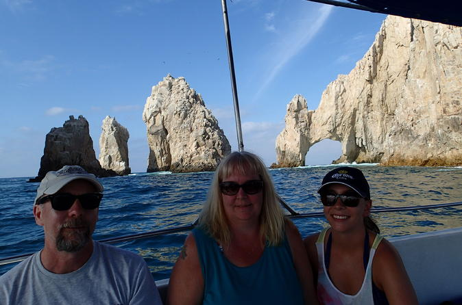 Snorkel Tour to Pelican Rock by Glass-Bottom Boat with Souvenir Photos