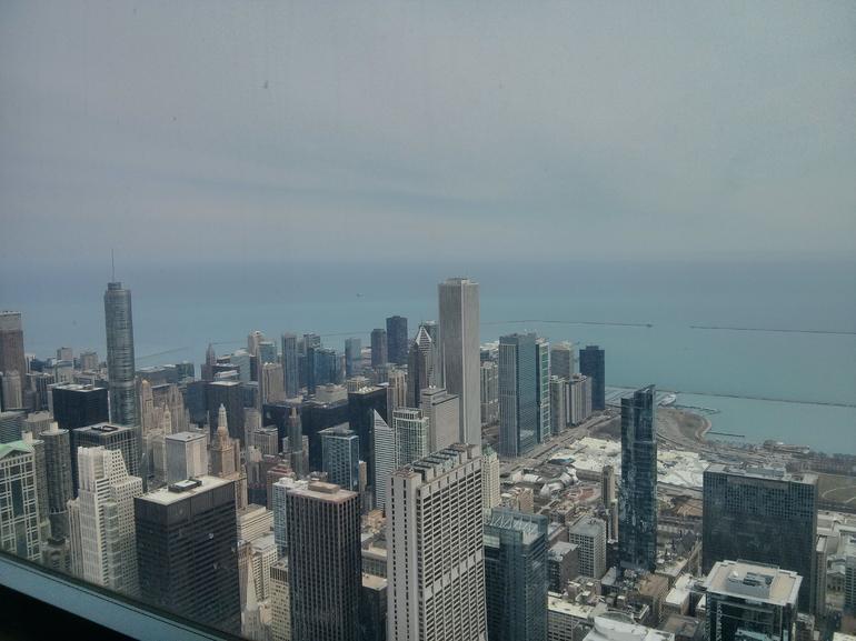 vue-sur-le-lac-michigan-skydeck-chicago