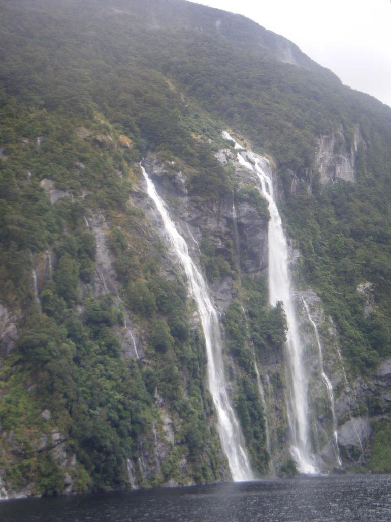 Tons of waterfalls - Fiordland & Milford Sound