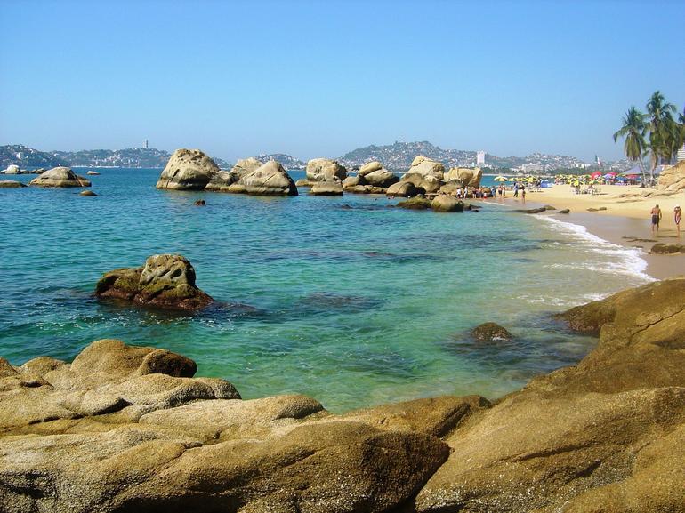 Acapulco Bay rocks - Acapulco