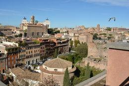 jolie point de vue sur Rome, ne pas hésiter à rejoindre les terrasses surplombant le forum , carolinegauffenic - November 2015