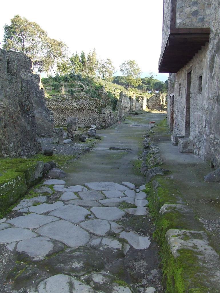 Pompeii Street - Rome
