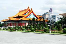 just loved to share it.. in front of chang kai shek - August 2010