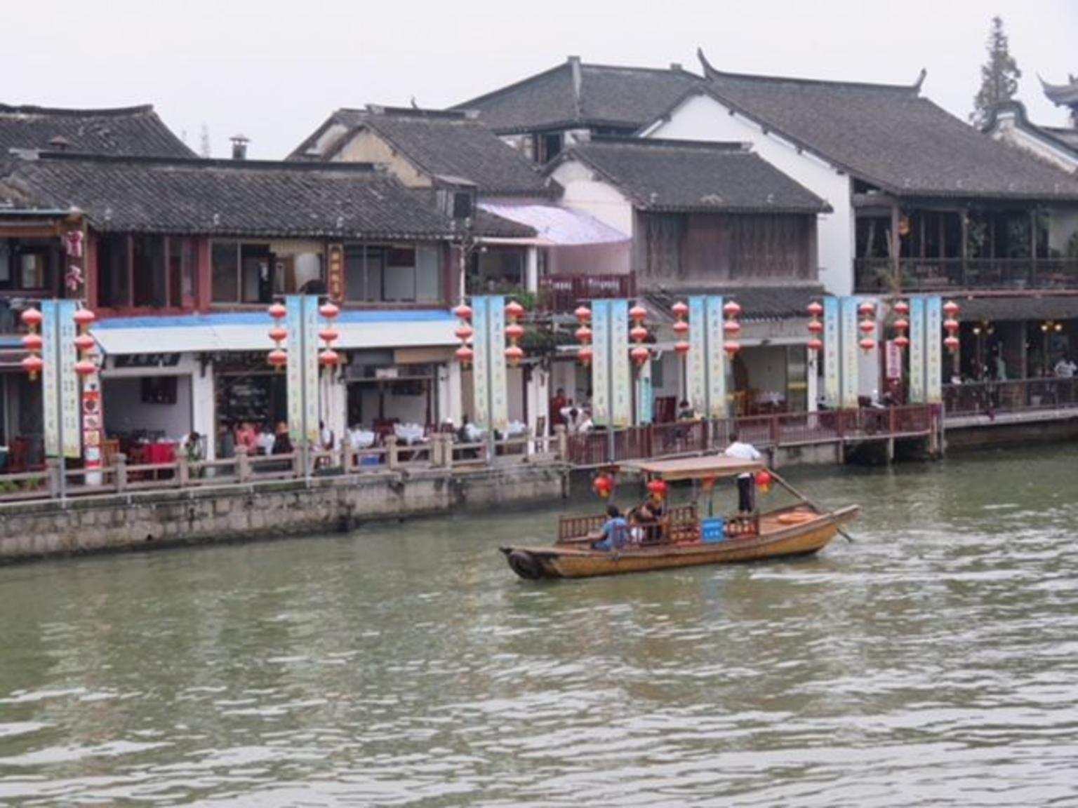 MÁS FOTOS, Private Half Day Tour: Zhujiajiao Ancient Water Town with Local Delicacies