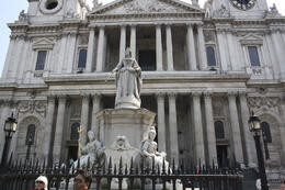 Statue of Queen Victoria outside St Paul's Cathedral, sarahm - July 2013