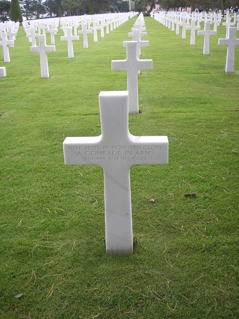 U.S. Cemetery overlooking Omaha beach - Bayeux