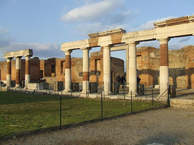 Pompeii Portico - Rome