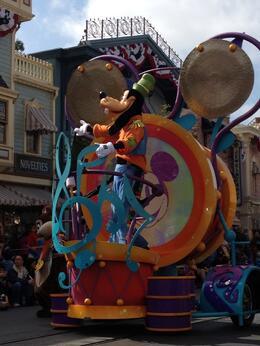 Mickey's Soundsational Parade, World Traveler - June 2012
