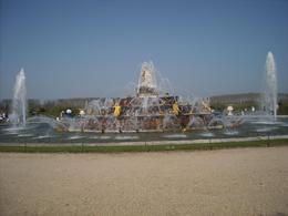 One of the many fountains in Versailles Gardens - visited for a very limited time on Sunday 18th Apri 2010, ALFRED F - April 2010