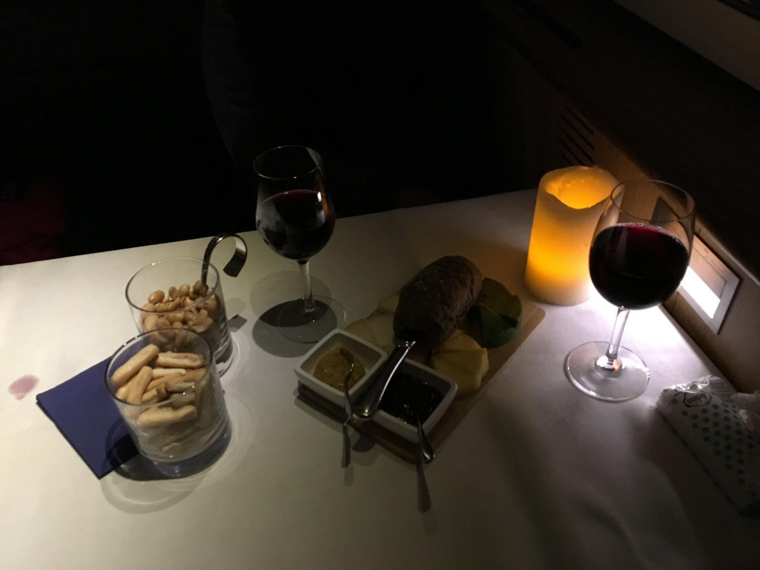 MÁS FOTOS, Crucero por Ámsterdam con degustación de vino y queso a la luz de las velas