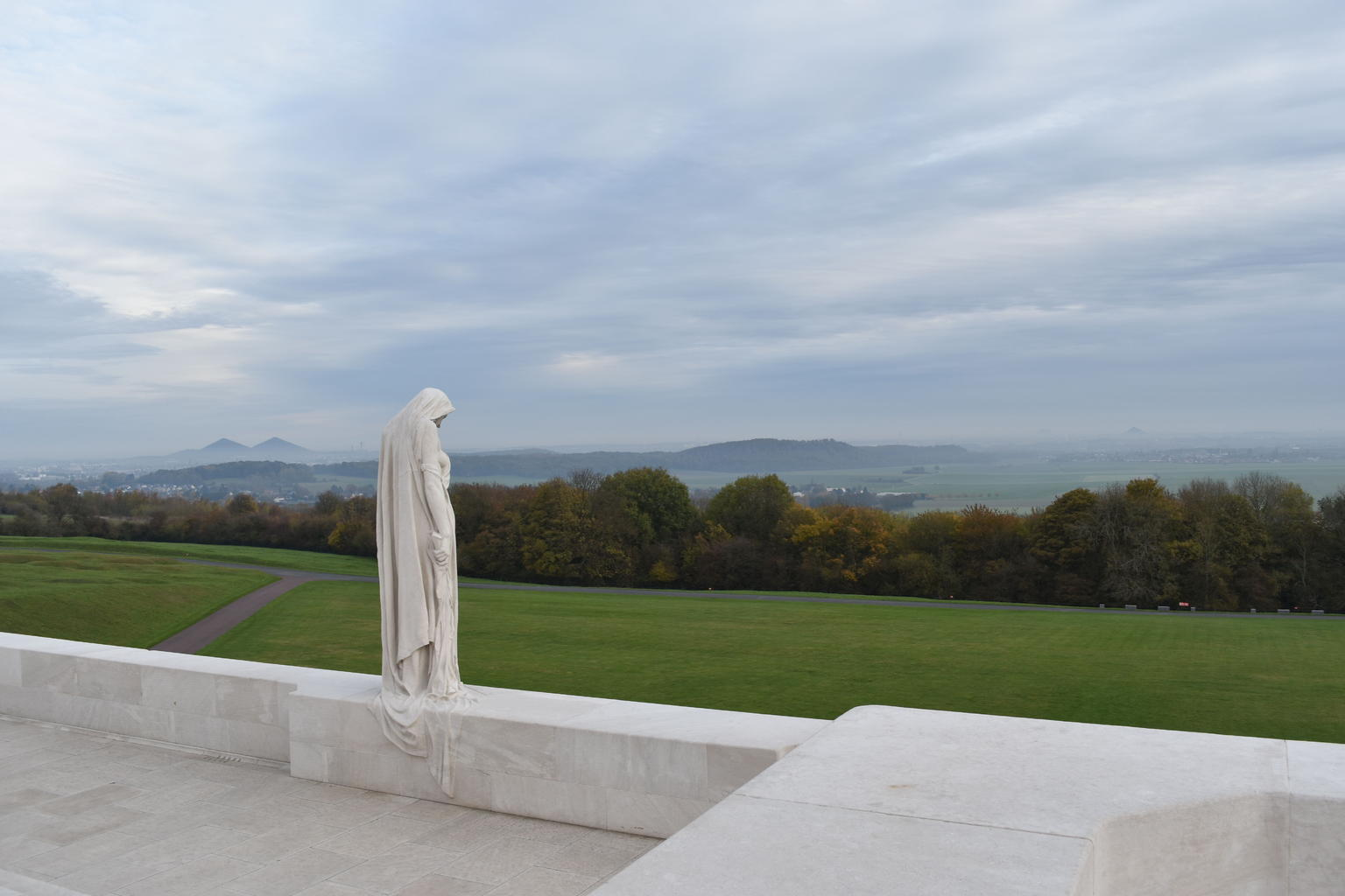 MÁS FOTOS, Vimy and Flanders Fields Canadian Battlefield Tour from Lille