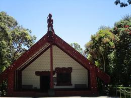 Une maison maori à Waitangi celle où a été signé le traité de Waitangi , Sylvestre T - December 2016