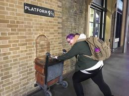 king's cross at 6am no line for platform 9 3/4! , Jessica W - February 2017