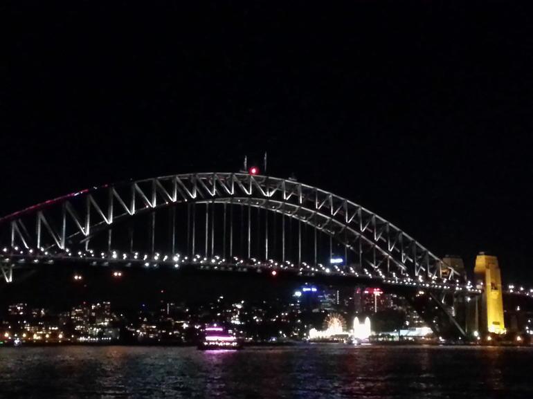 une-balade-nocturne-au-port-de-sydney-croisiere