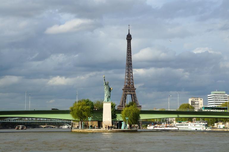 Mini Statue of Liberty - Paris